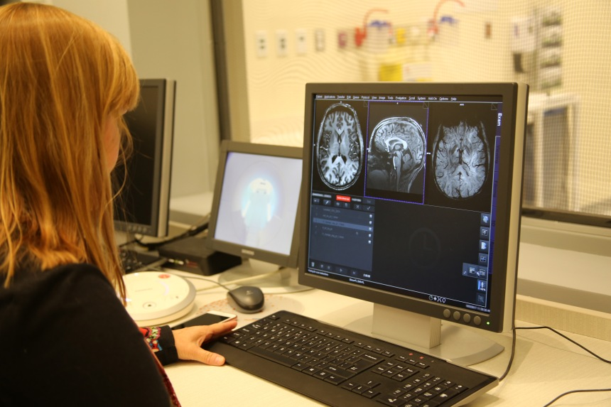7T MRI for clinical applications